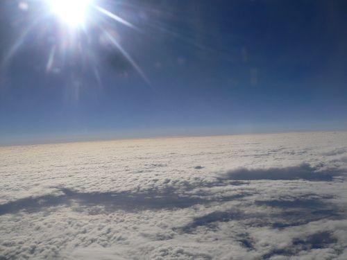 sole sopra le nuvole.jpg